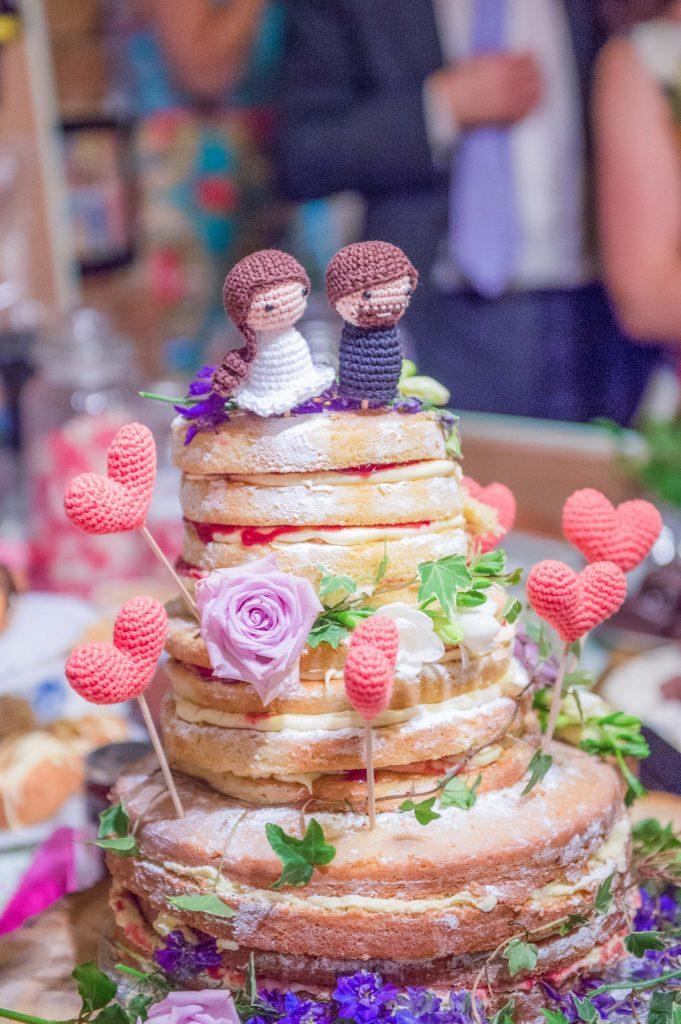 Wedding cake with amigarumi figures and hearts on sticks